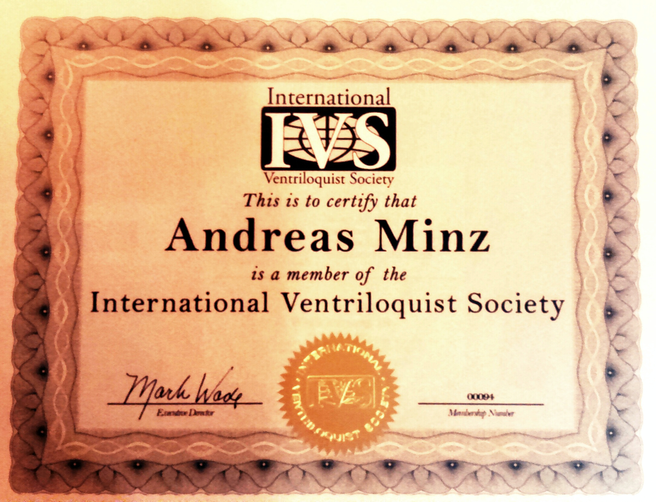 Minze is Member of the IVS - International Ventriloquist Society